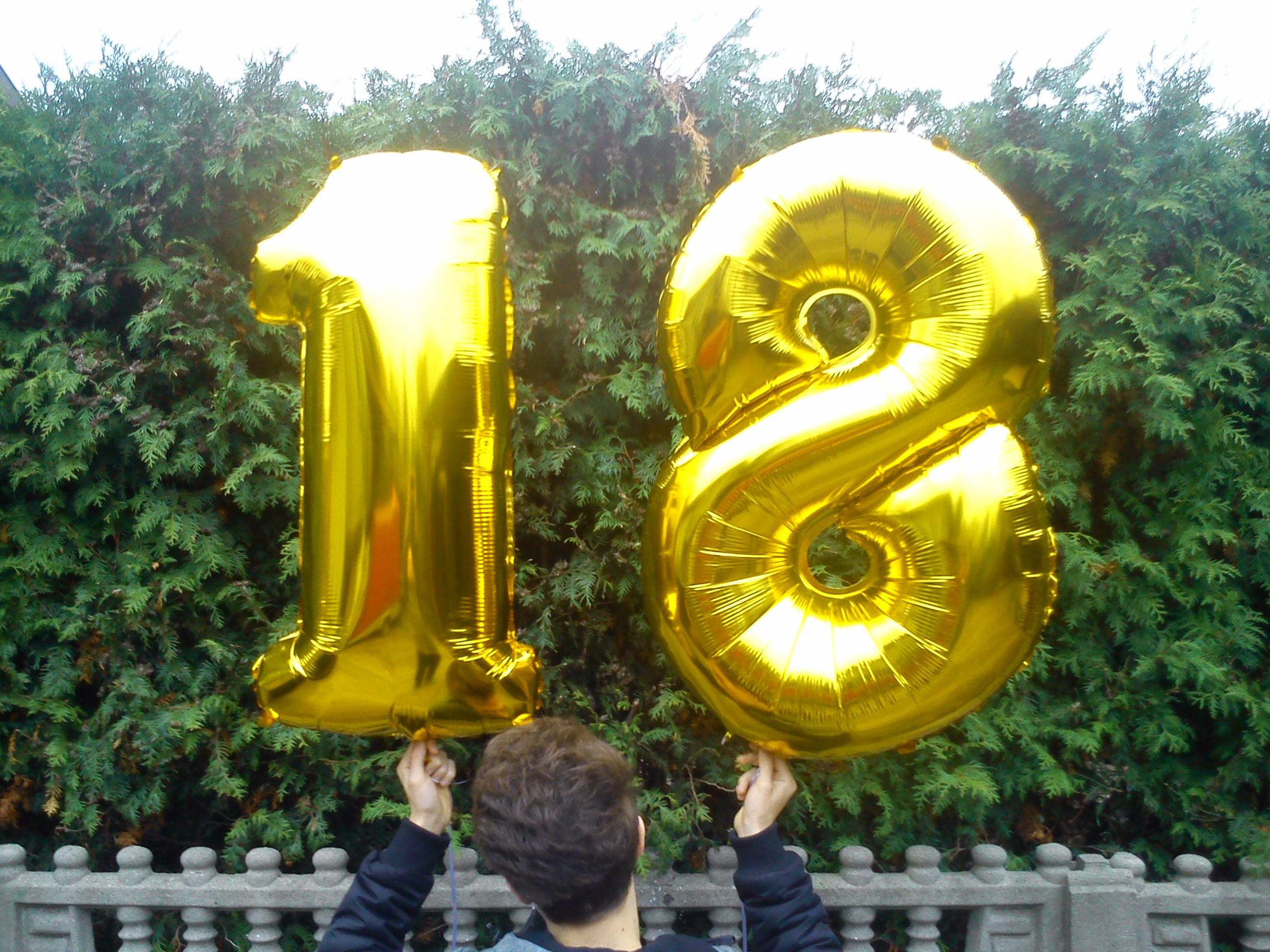 Balon z helem cyfra 18