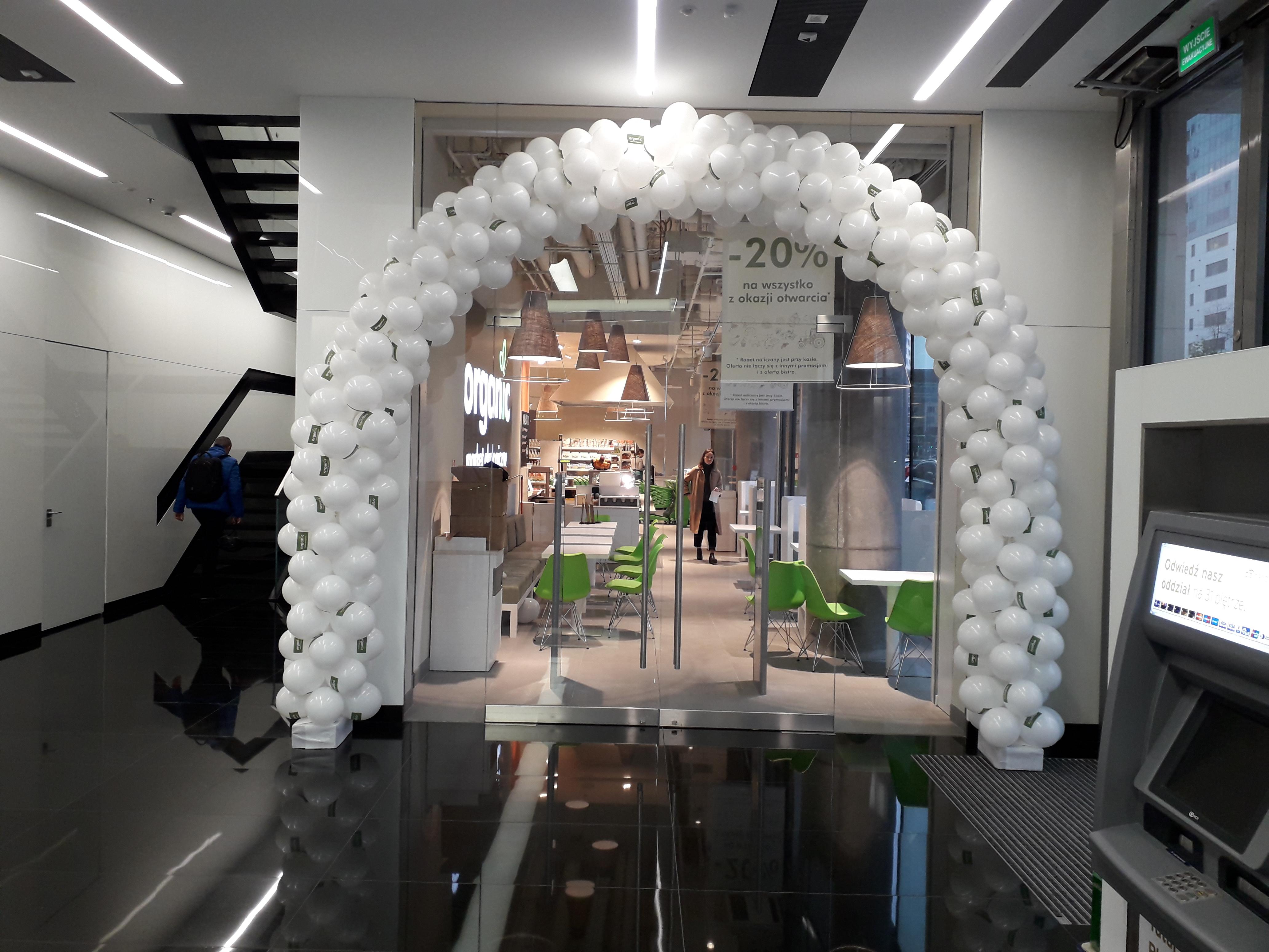 Brama z balonów biała