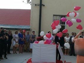 pudlo z balonami slub