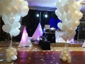 Biale balony z helem na wesele