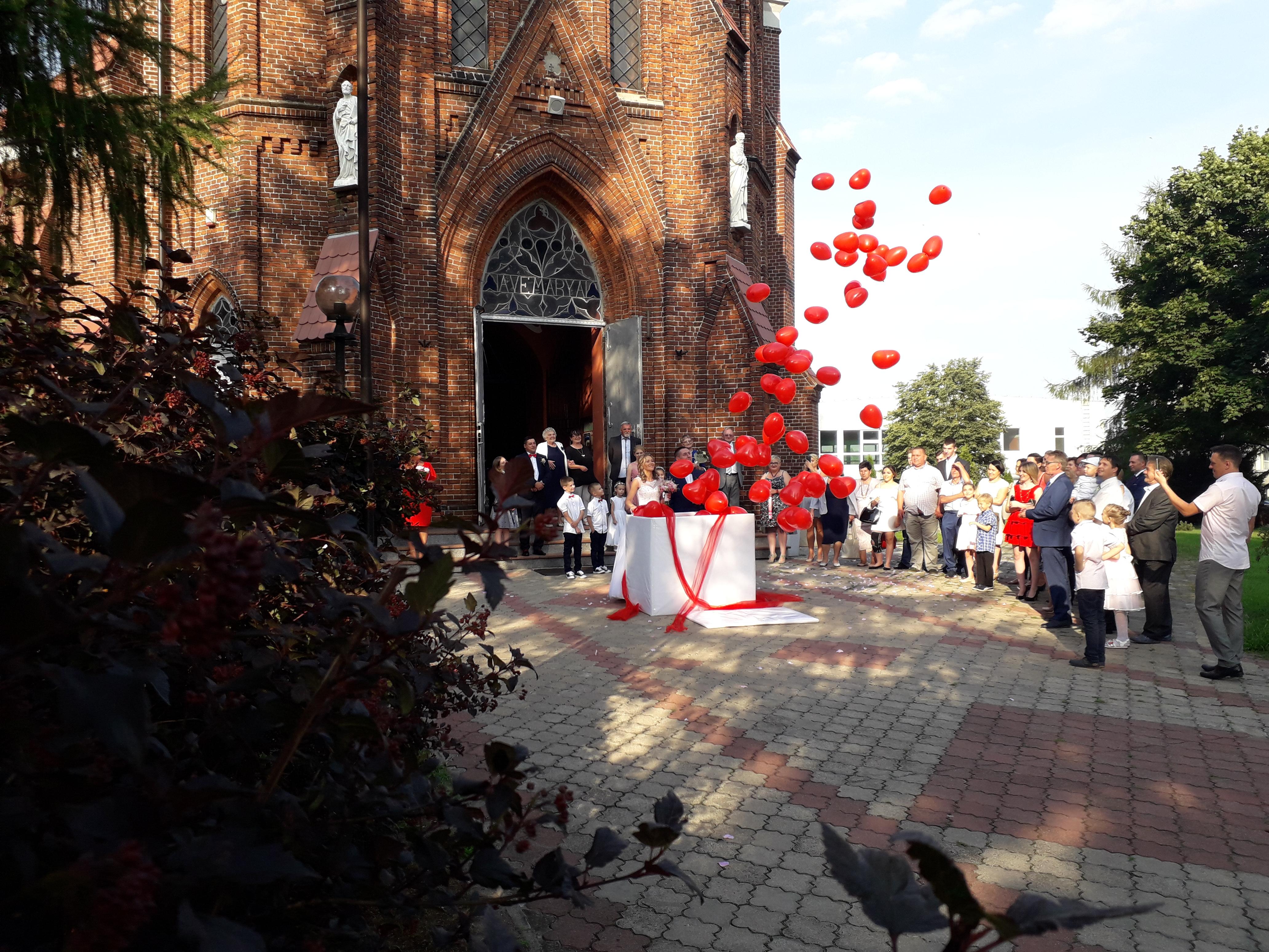 Pudła z balonami na wesele