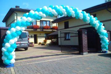 Brama balonowa niebiesko biała
