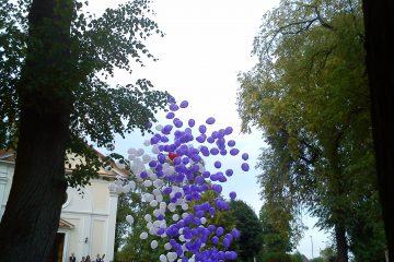 Balony z helem wypuszczane z pudła